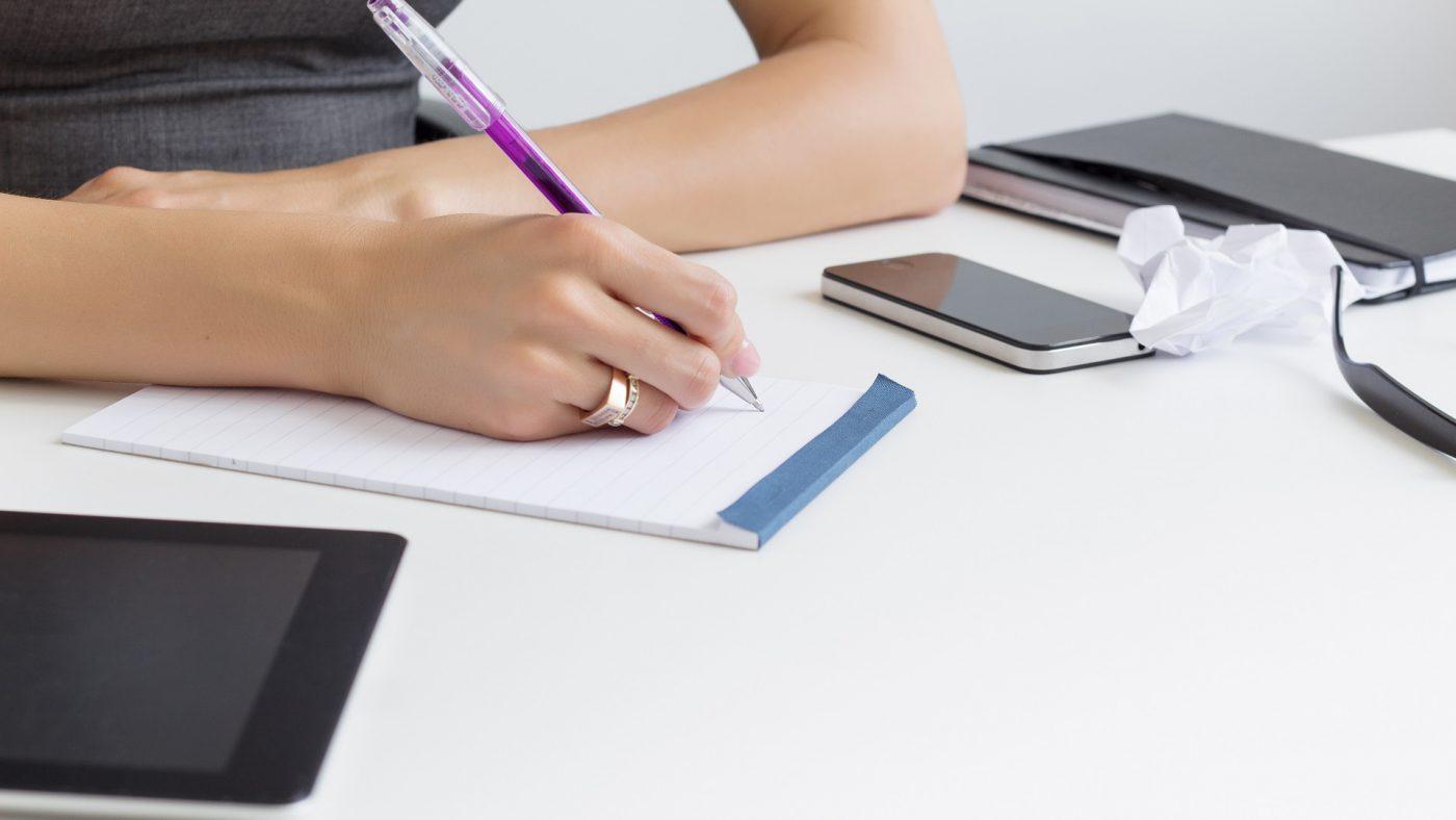 Nên thuê dịch vụ viết bài chuẩn seo hay tận dụng nguồn nhân lực có sẵn?